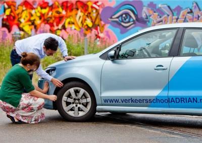 Het is natuurlijk van belang dat de auto wordt nagelopen voor het lessen.